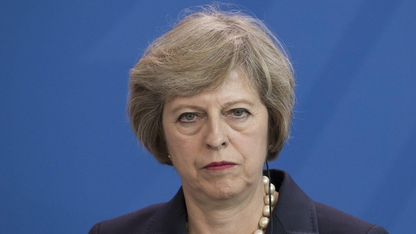 Theresa May pede à UE que evolua na questão da saída britânica