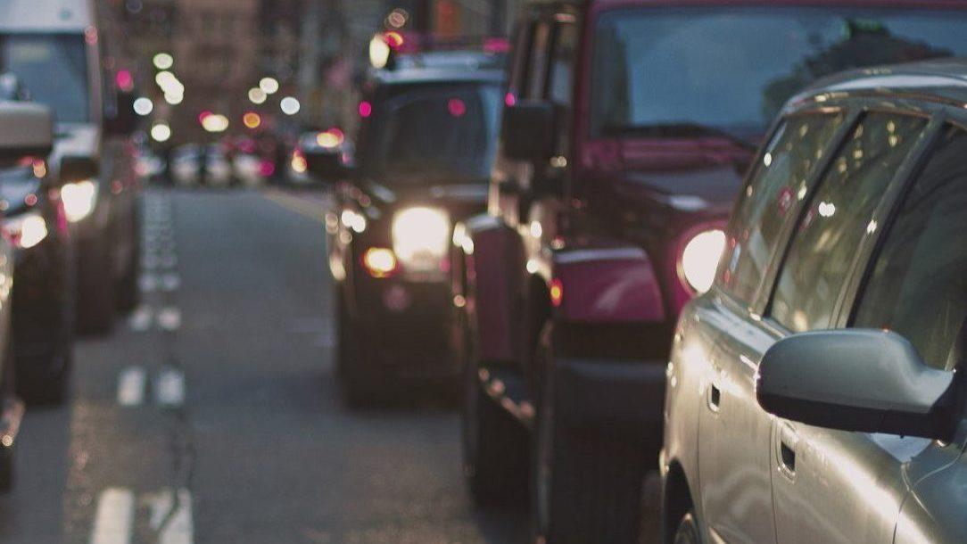 Novas cartas de condução diminuem pela primeira vez desde a crise