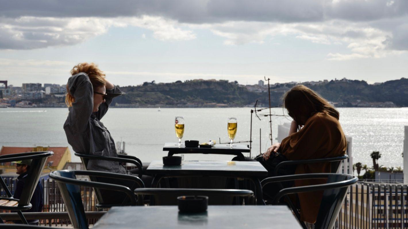 Portugueses viajaram mais, mas ficaram na casa de familiares ou conhecidos