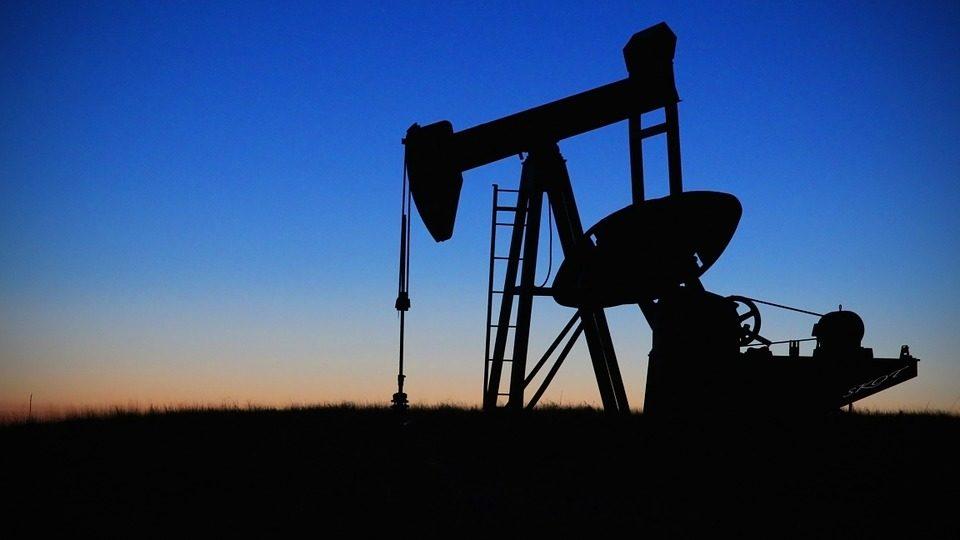 Receios de interrupção de produção aliviam. Petróleo afunda 4%