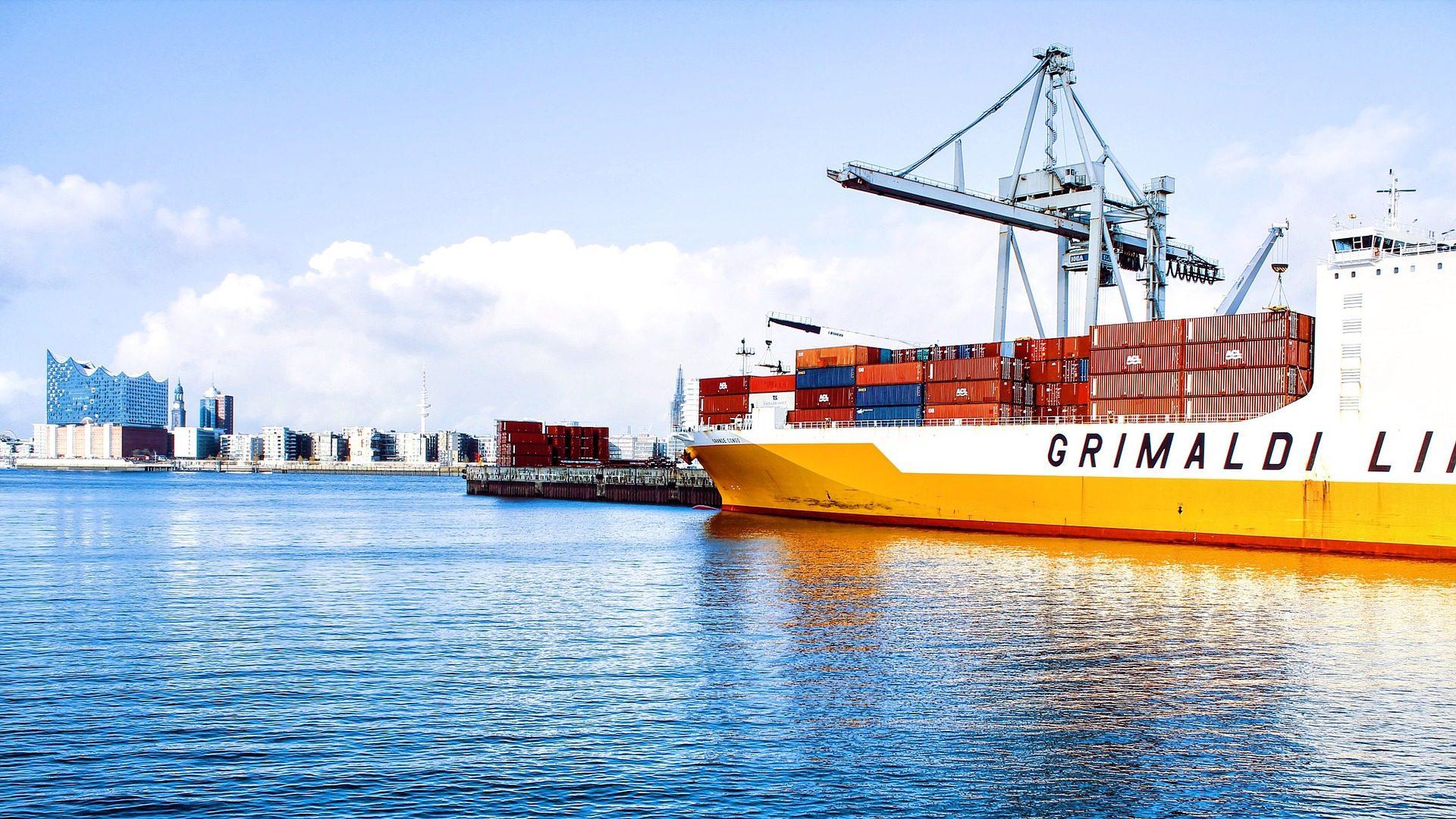 Exportações da União Europeia para o resto do mundo caem 4,4% em junho