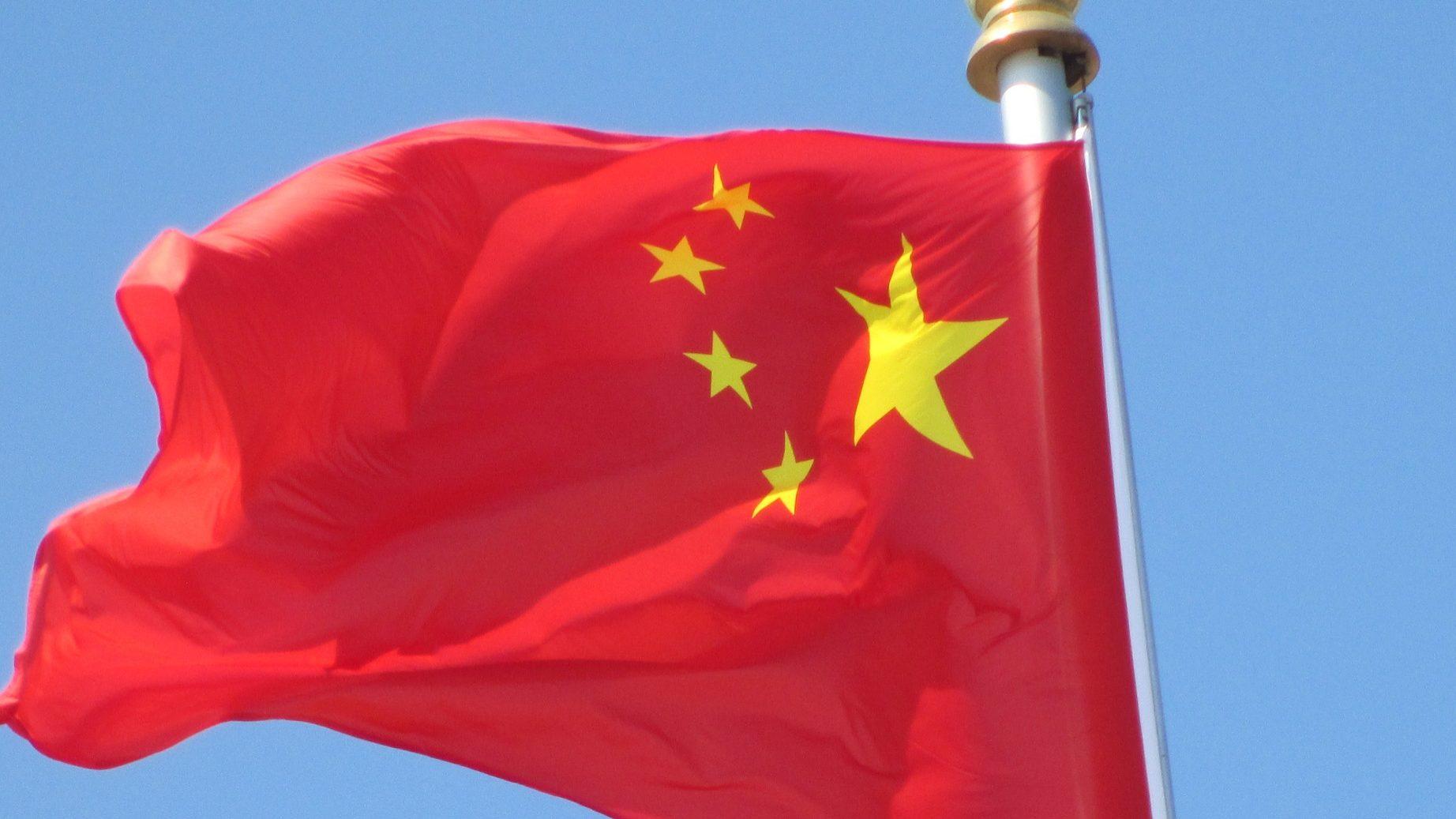 """China """"não tem medo"""" de guerra comercial com EUA. Bruxelas """"aplaude"""" decisão de Europa ficar de fora"""