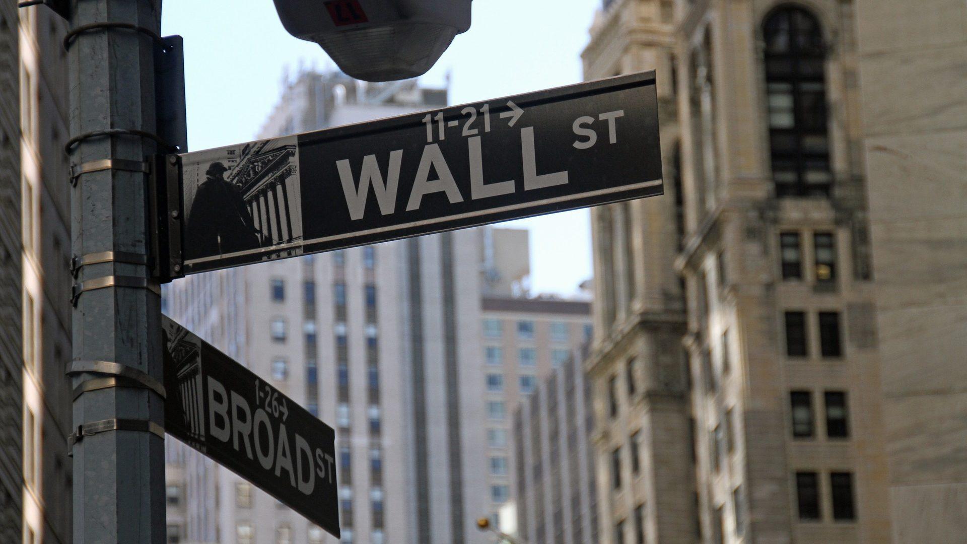 Com investidores à espera de acordo comercial, Wall Street mexe pouco