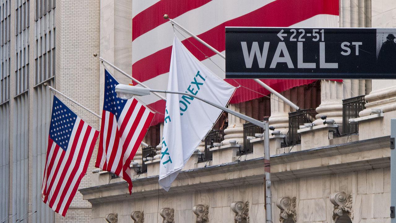Wall Street acelera com resultados. Facebook em destaque