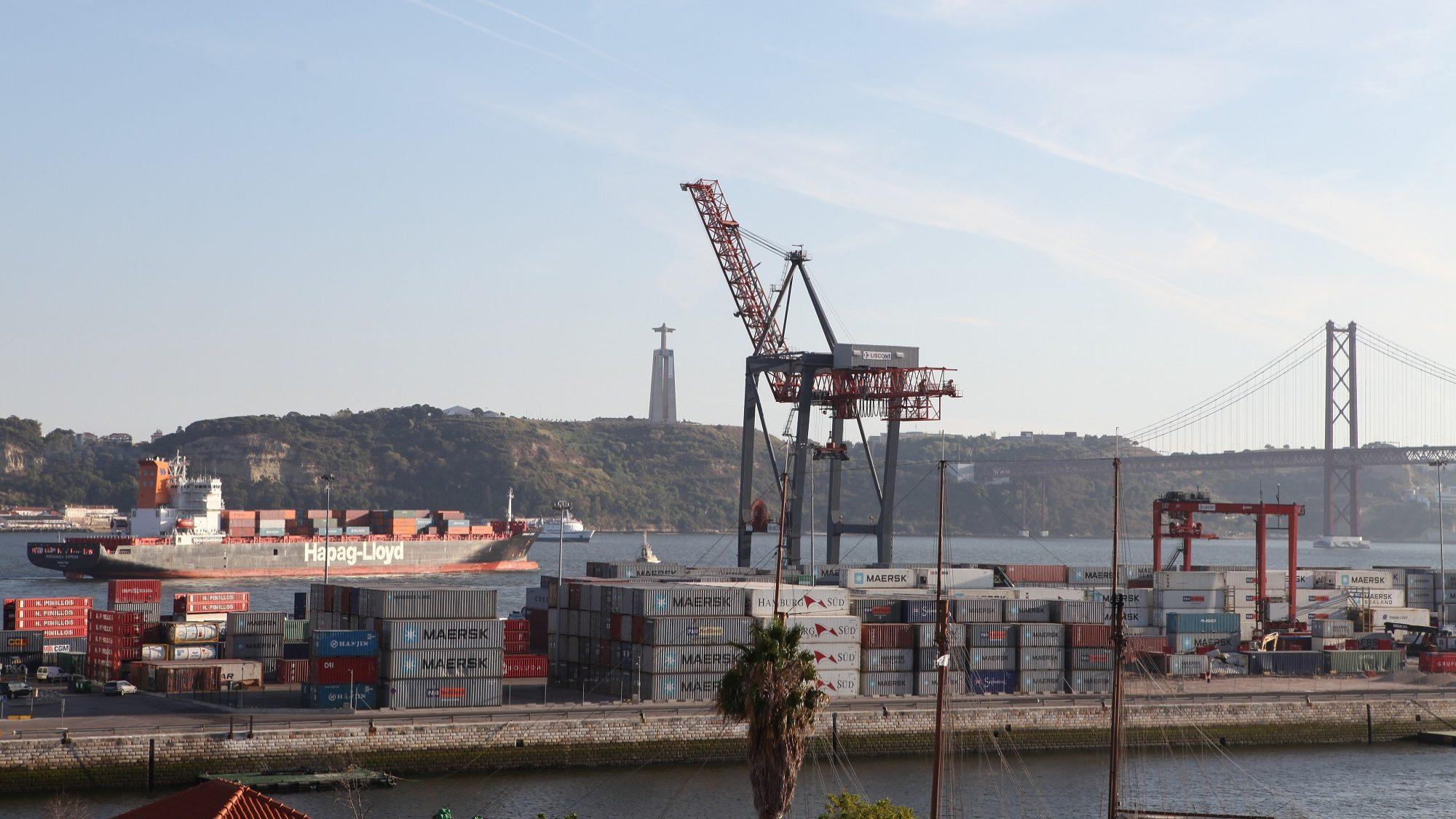 Estivadores de Lisboa respondem com greve total a pedido de insolvência da A-ETPLl