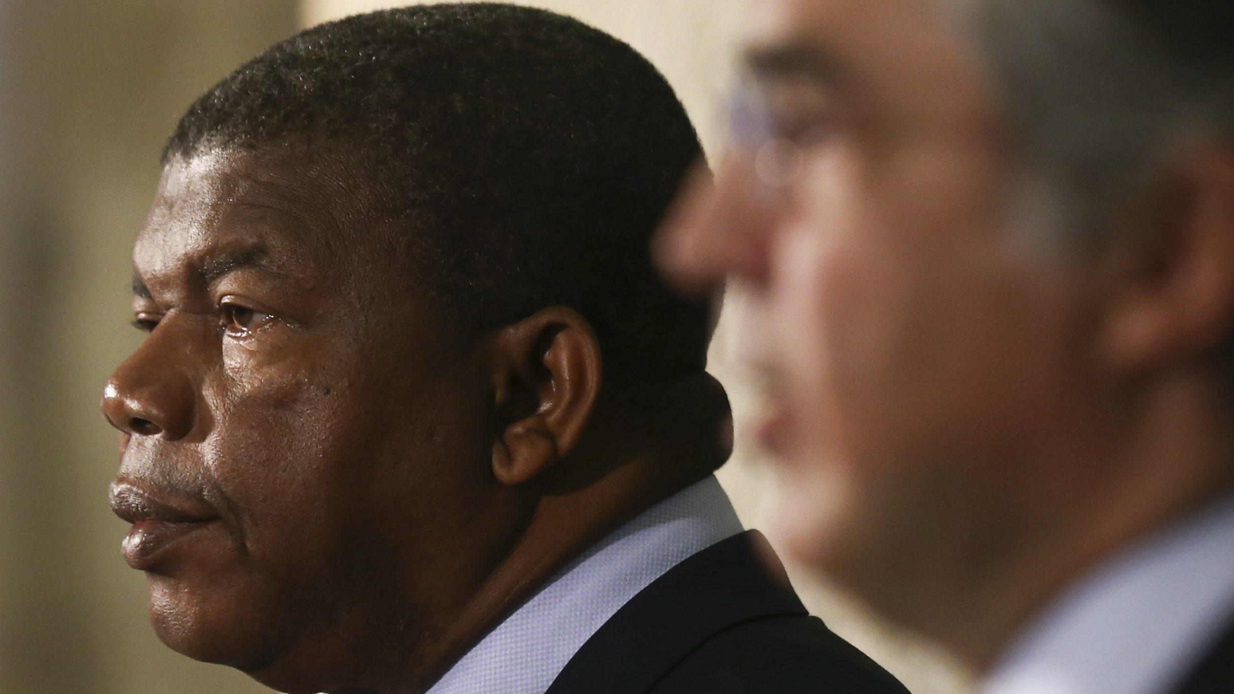 Presidente angolano exonera três oficiais generais das casas de Segurança e Militar