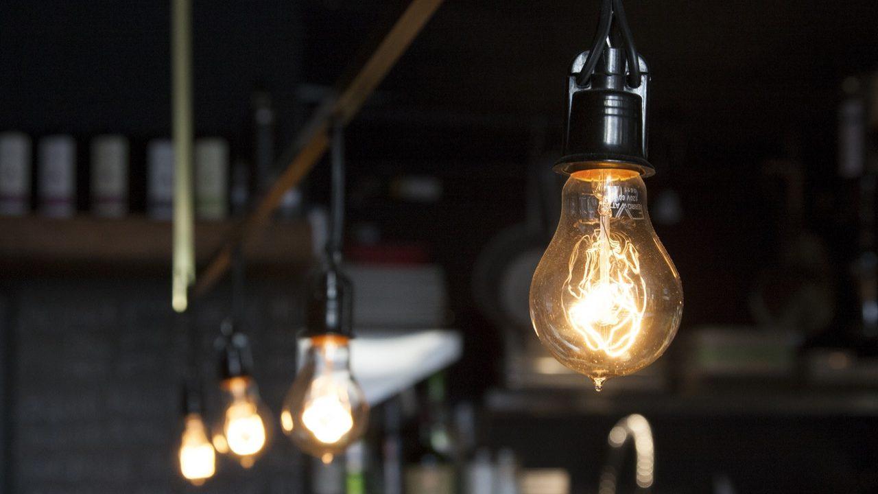 É oficial: o preço da luz vai descer em janeiro