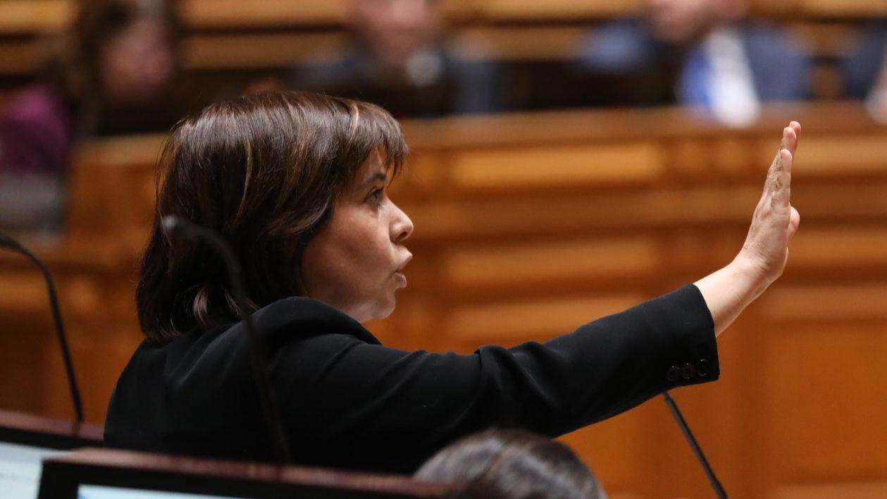 """Catarina Martins: Portugal """"não precisa de pancadinhas nas costas"""" das agências de rating"""