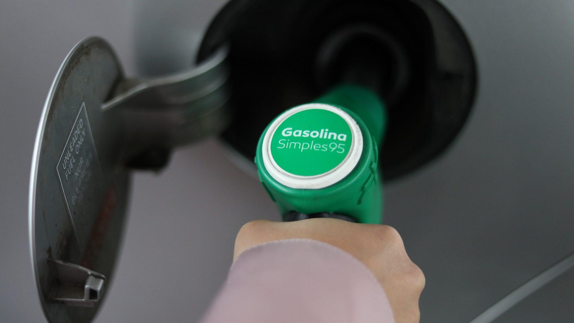 Governo diz que descida dos combustíveis não é garantida se ISP baixar. O que dizem as empresas?