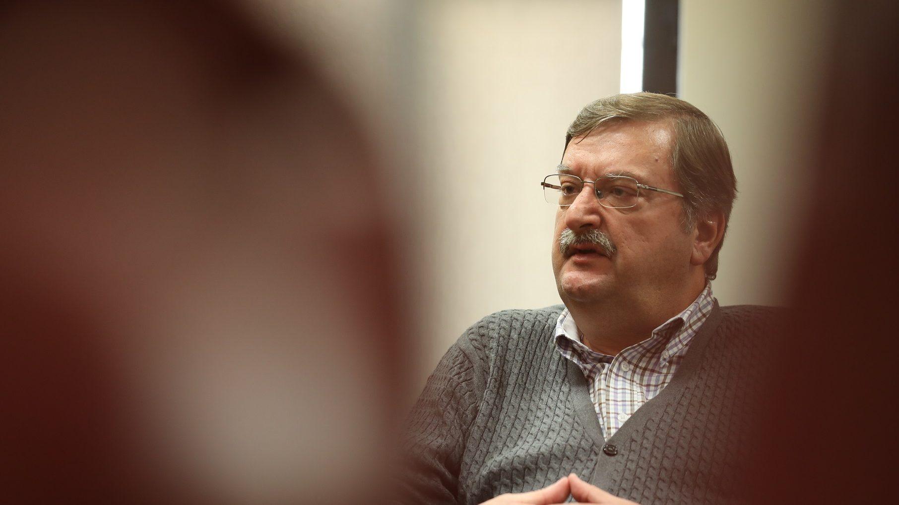 """Carlos Silva: """"Governo não pode ir nos devaneios de alguma esquerda que quer a Lua"""""""