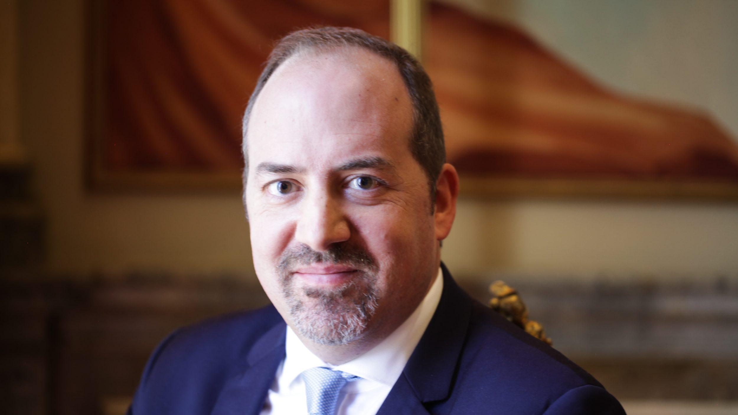 Álvaro Santos Pereira sobe a economista-chefe da OCDE