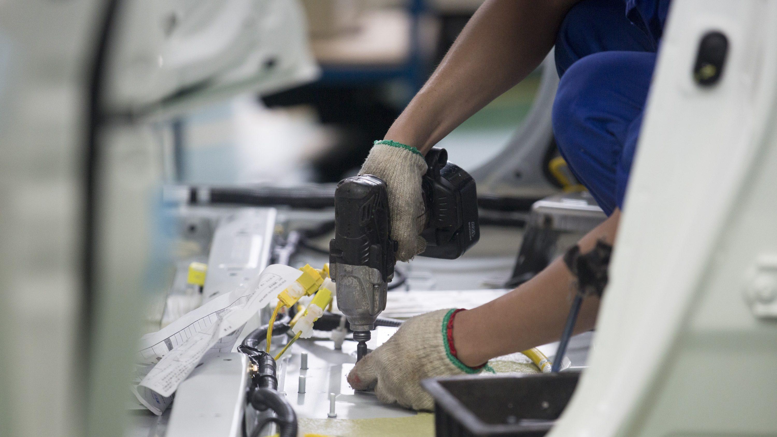 Portugal contraria Europa e vê produção industrial cair 1% face a julho