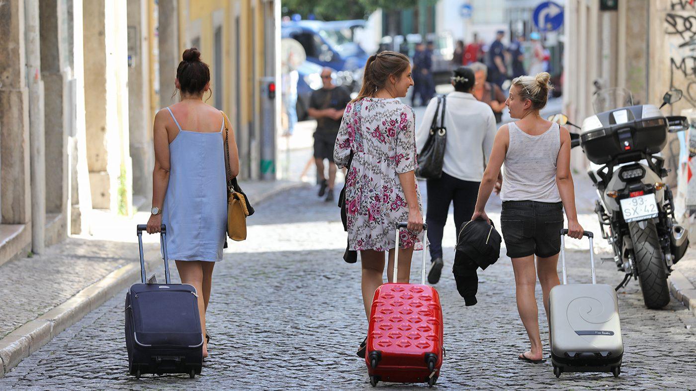 Câmaras vão poder travar licenças de alojamento local até à nova lei