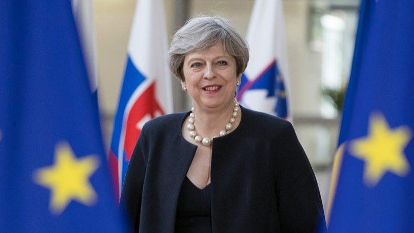 Brexit: May não exclui extensão do período de transição