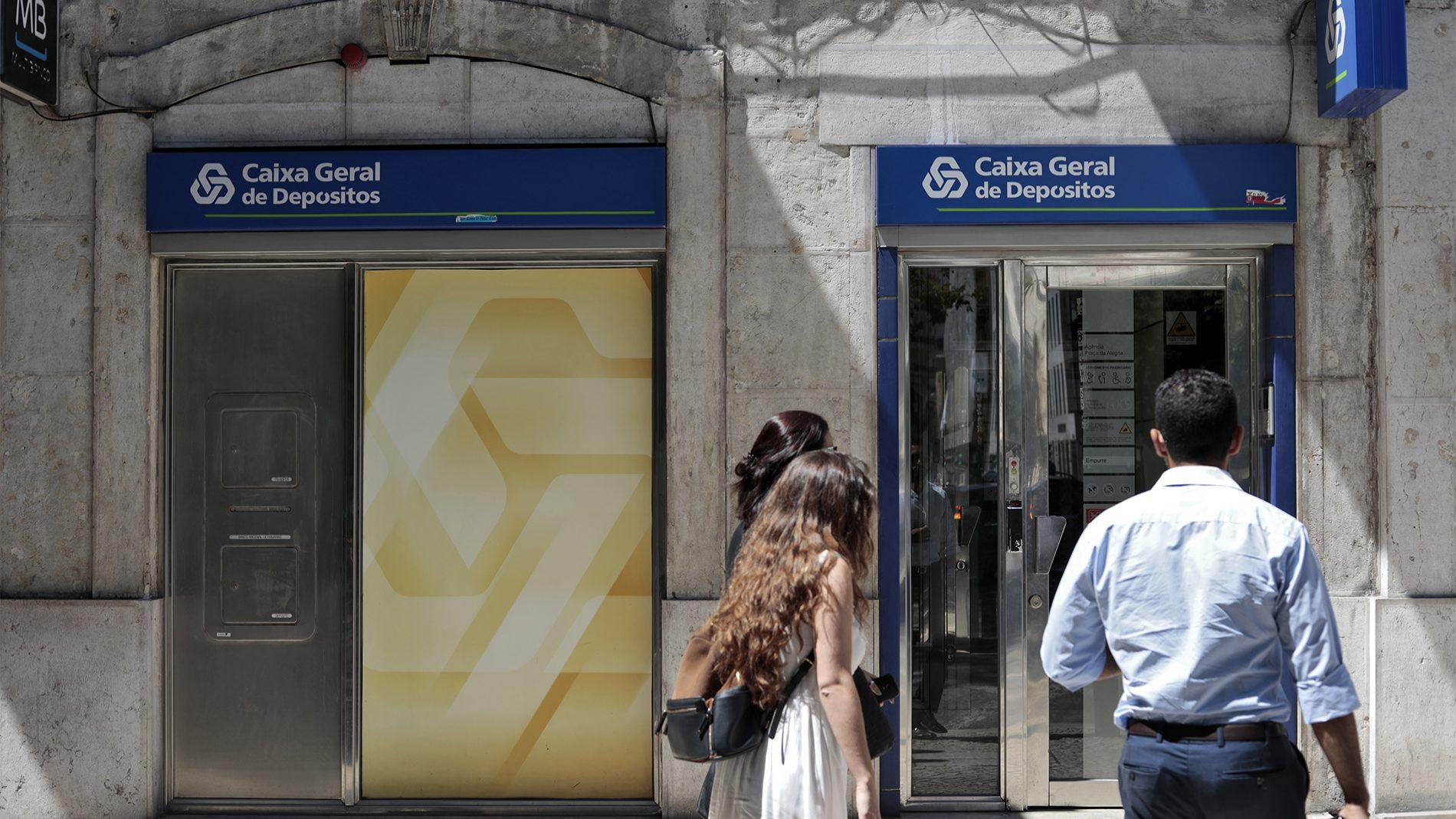 Câmara de Lisboa aprova moção contra fecho de balcões da CGD