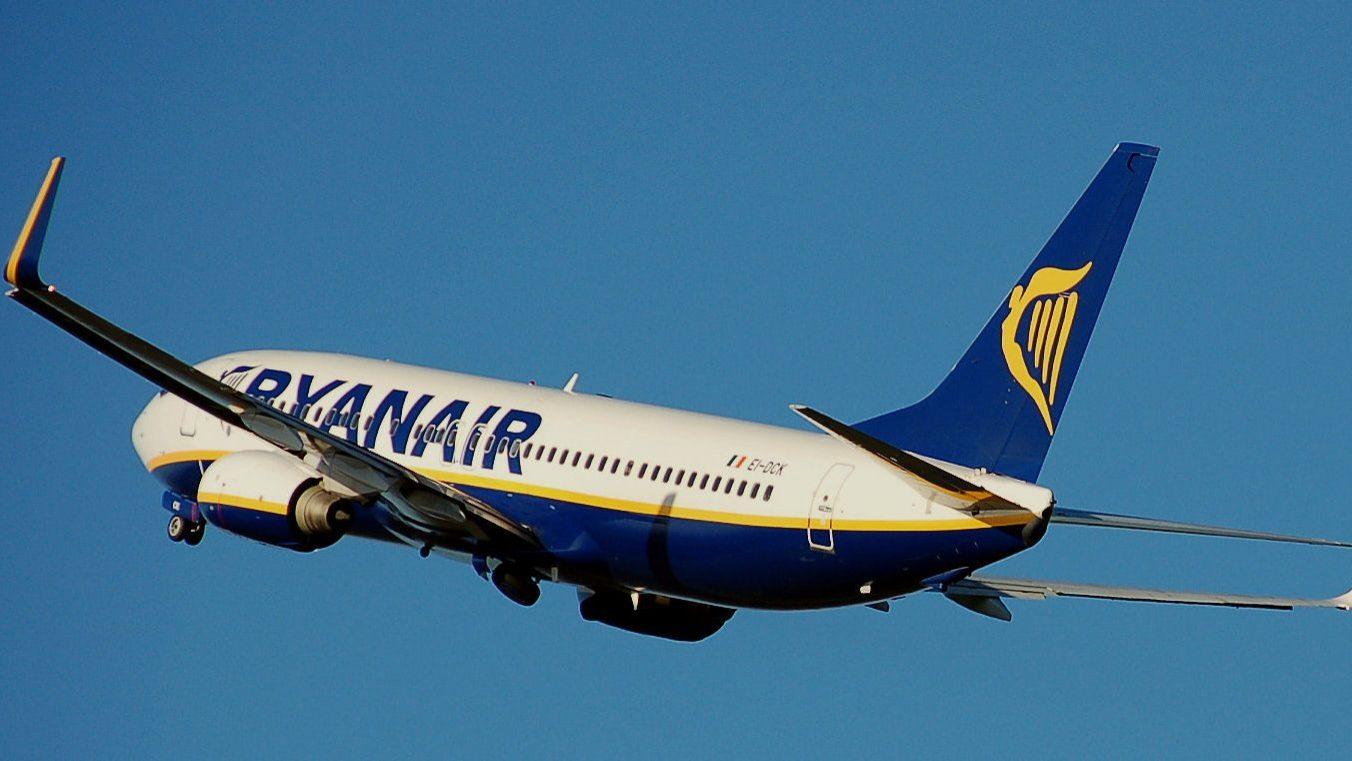 Lucros da Ryanair aterram. Greves passam fatura