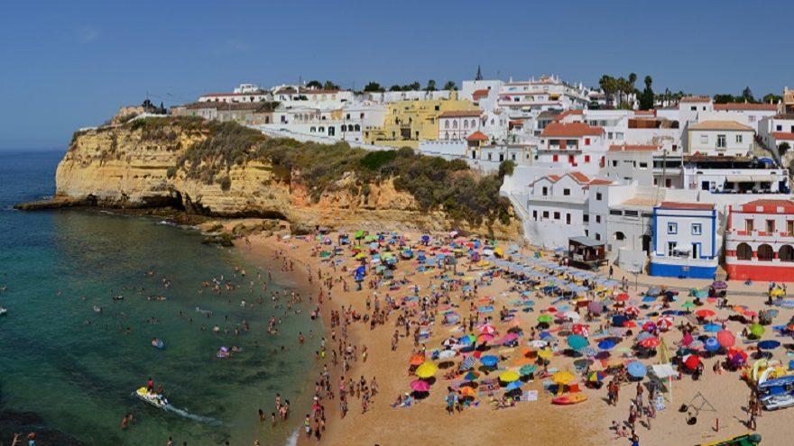 Algarve vai passar a cobrar taxa turística. PS e Bloco negoceiam aumento em Lisboa