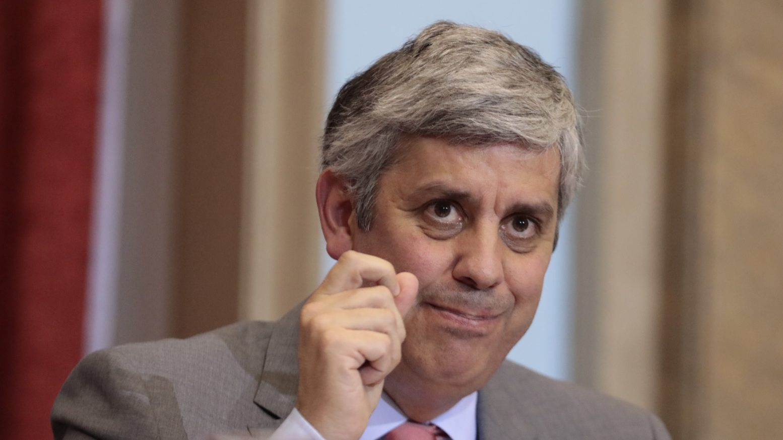 FT diz que Eurogrupo de Centeno ainda não vai libertar próxima tranche à Grécia