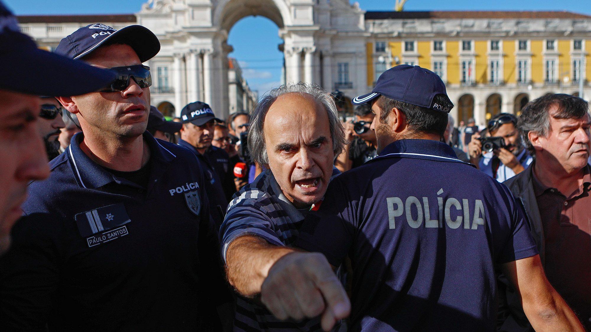 Fogos: Manifestantes envolvem-se em desacatos em Lisboa