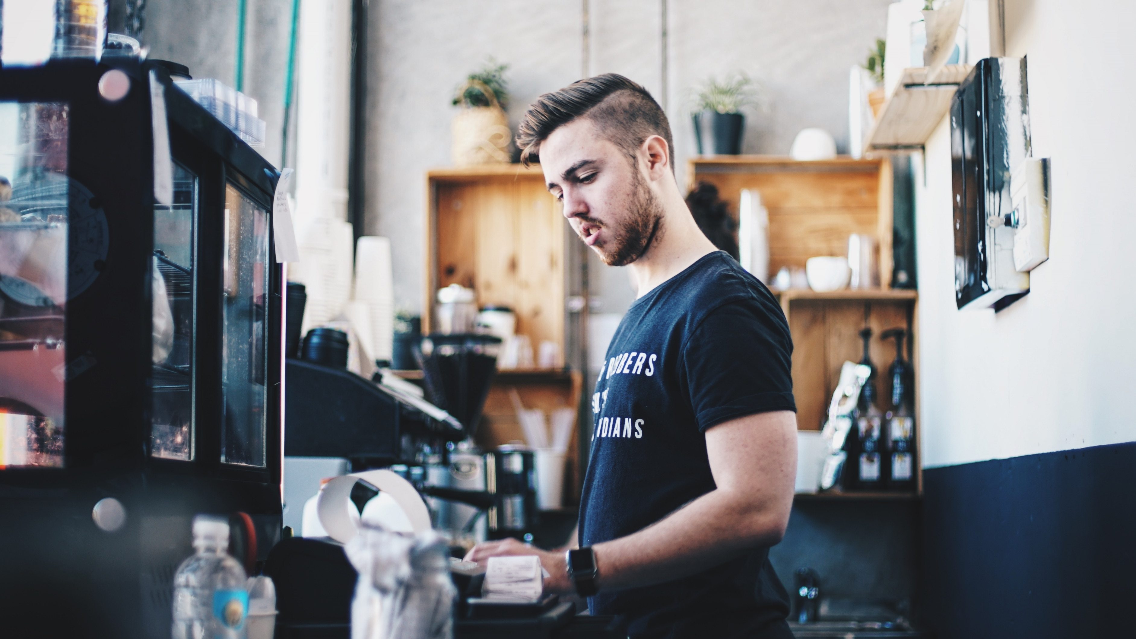 Trabalho e carreira são as áreas que mais preocupam jovens adultos