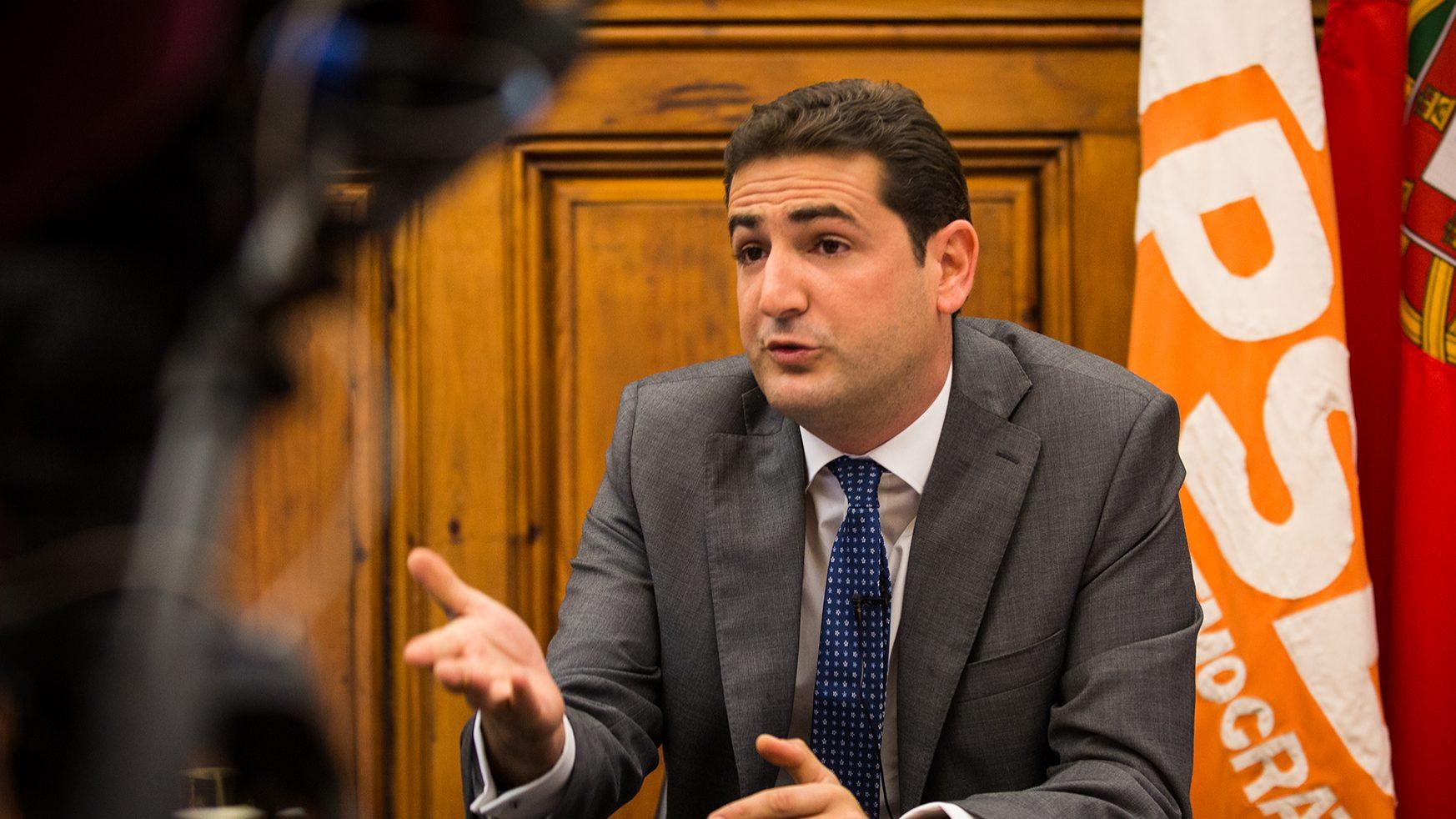 PSD: Hugo Soares defende anúncio imediato de voto contra o OE2019