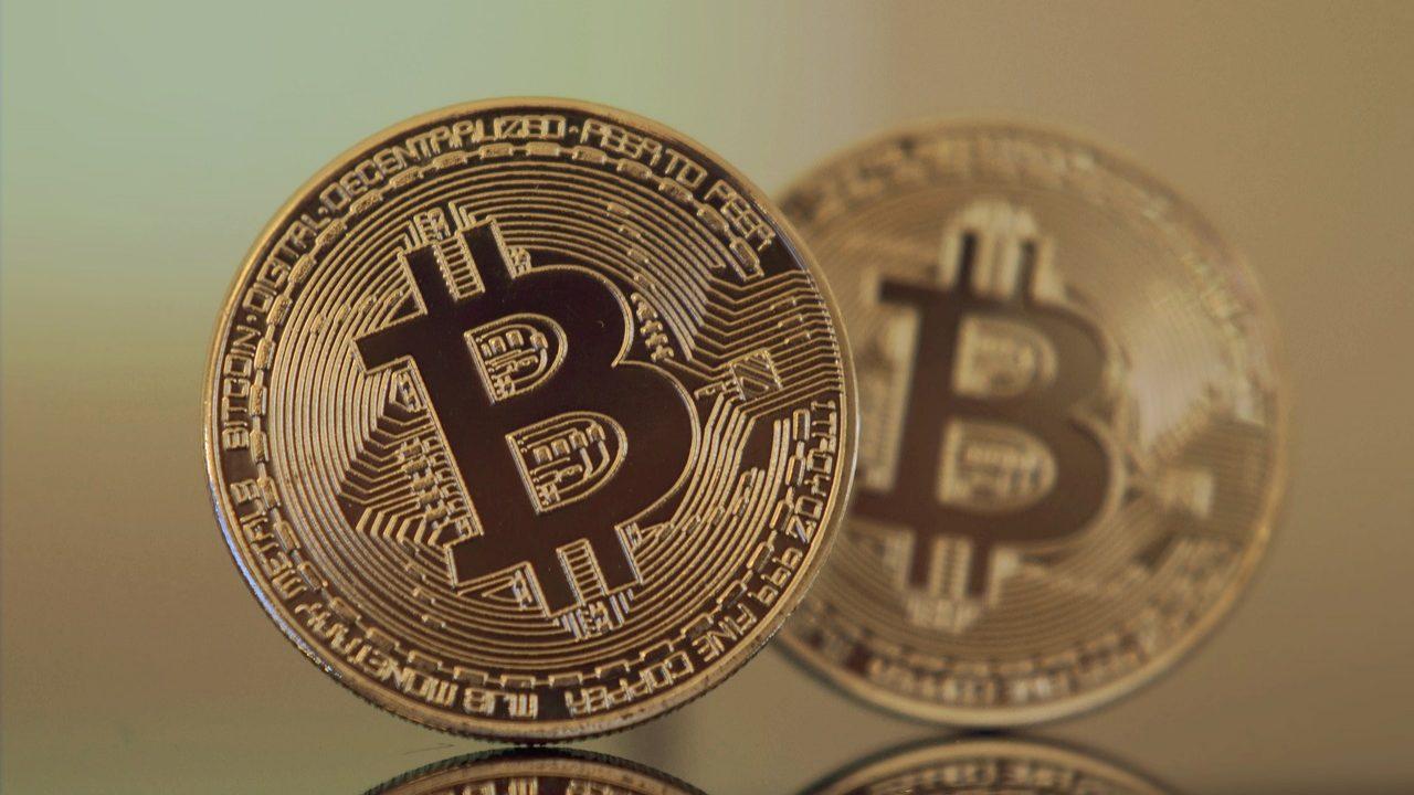 Santander não tem base legal para travar compra de criptomoedas, diz Deco