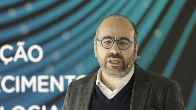 """Pinto Luz diz que """"não se resigna"""" a disputar """"campeonato dos pequeninos"""""""