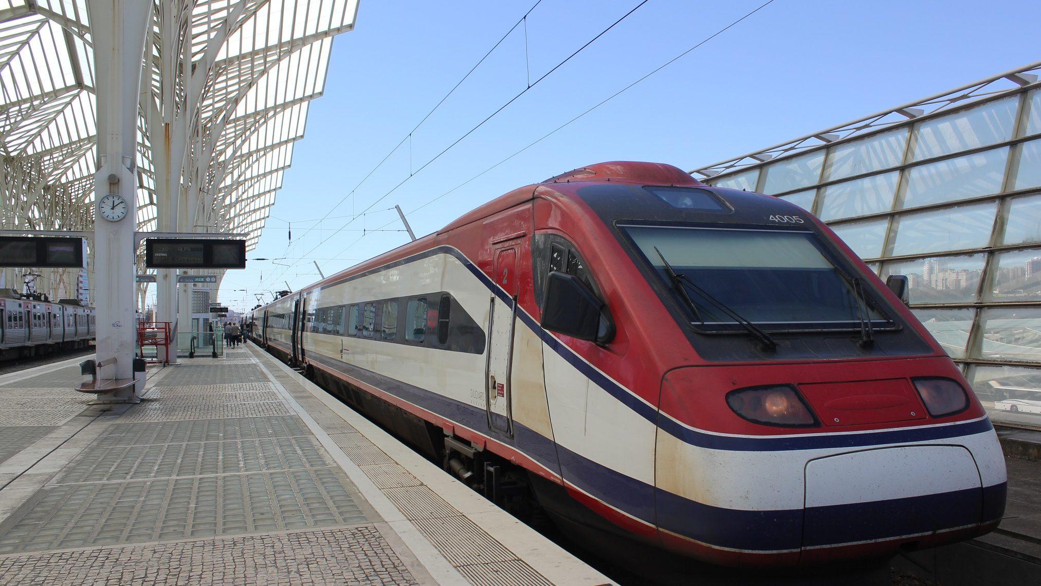 Greve paralisa circulação de comboios na segunda-feira