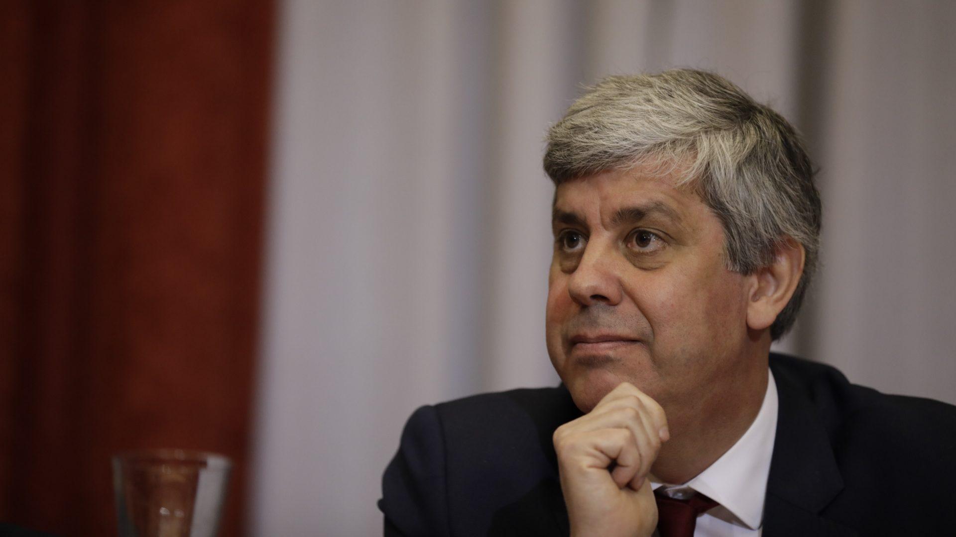 Grécia está no bom caminho para finalizar programa de ajustamento, diz Centeno