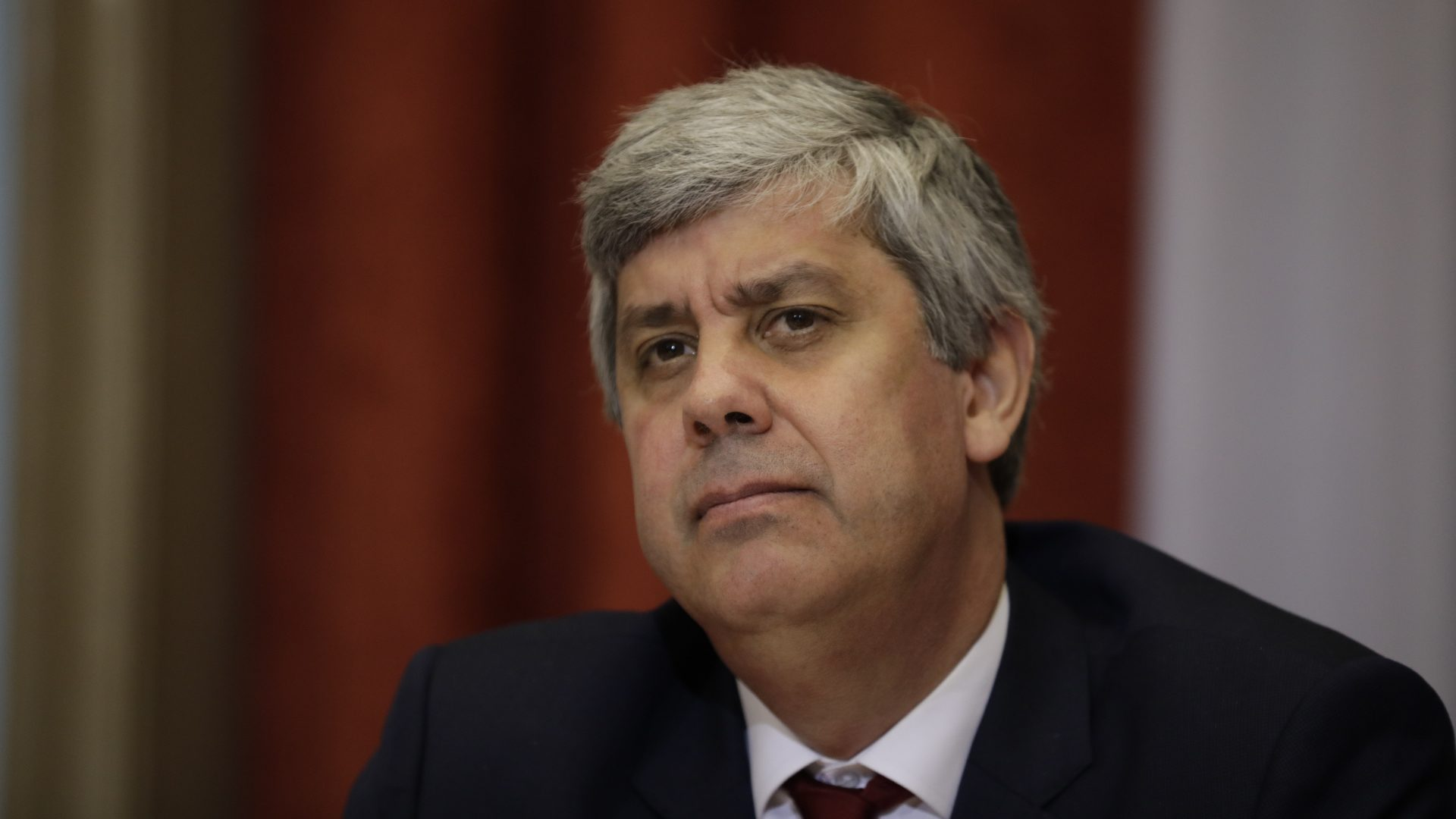 Centeno, em voz off e formato de subtexto, servido no congresso do PS