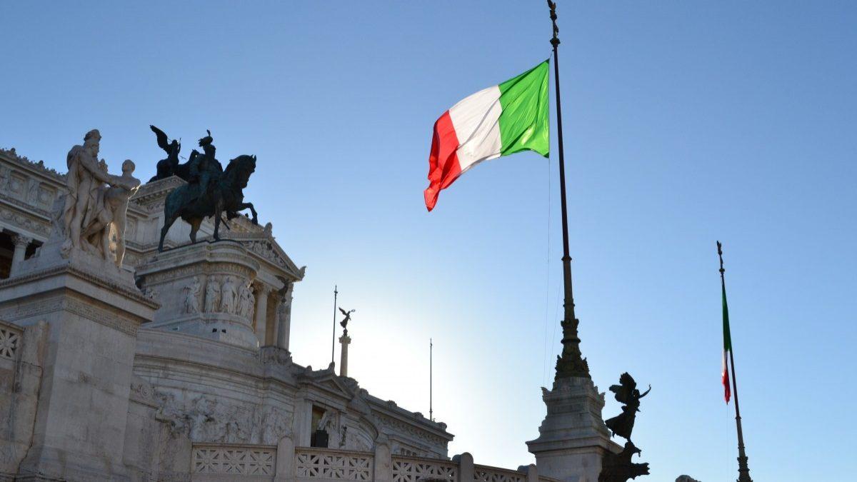 Moody's vai rever notação da dívida de Itália. Pode baixar o rating