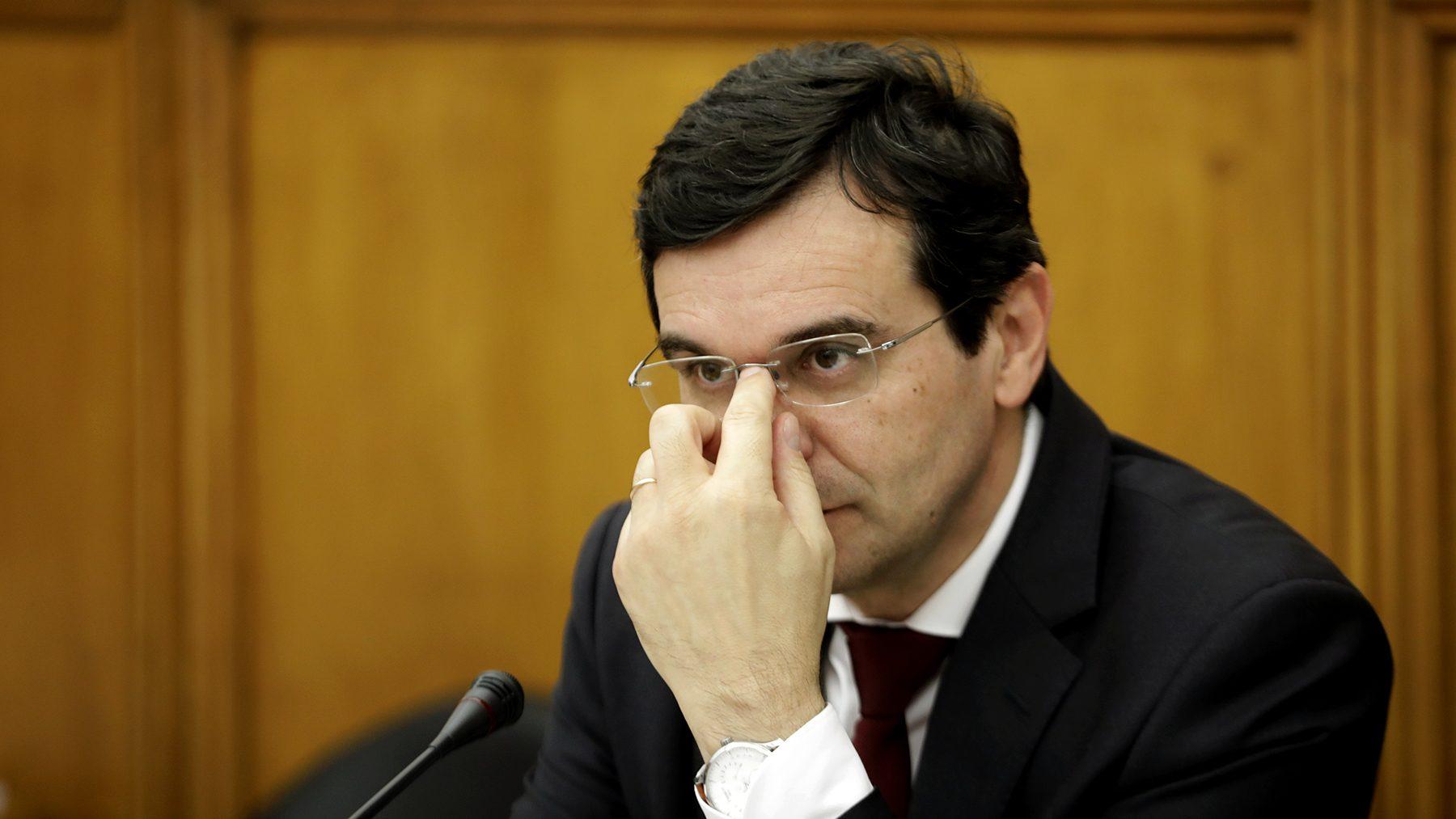 Ministro promete que adaptação dos hospitais às 35 horas estará concluída até ao final de julho