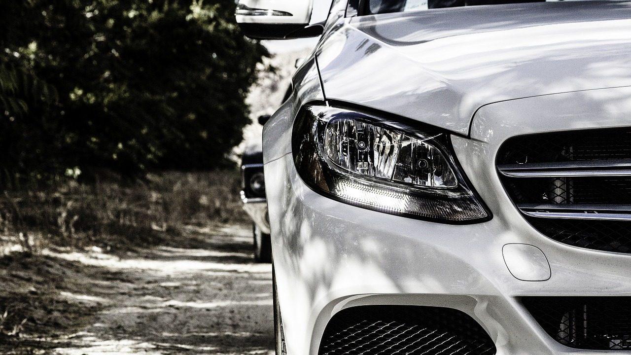 Venda de carros na UE caiu em setembro, pela primeira vez este ano