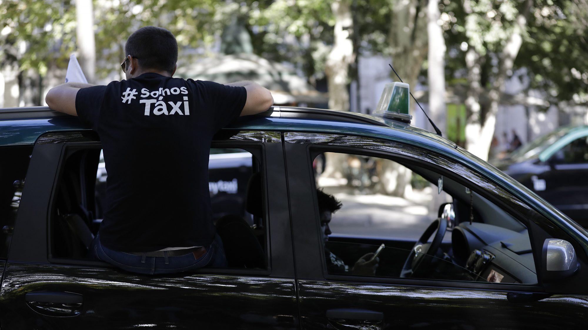 Taxistas continuam paralisação pelo terceiro dia consecutivo