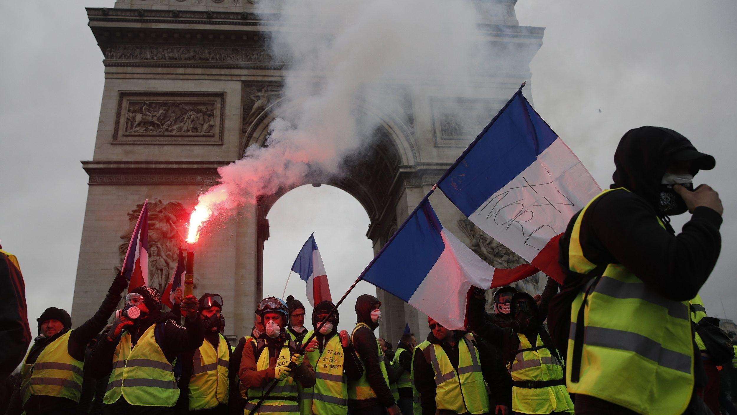 Mais de 250 mil nas ruas em Paris e sindicatos prometem mais protestos