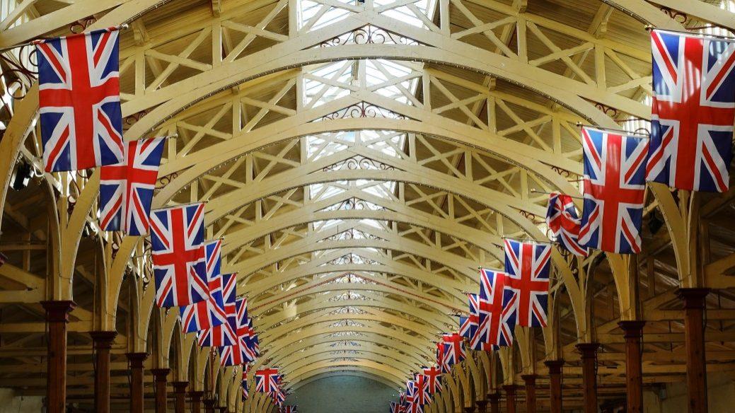 Governo britânico quer Brexit a 31 de outubro e novas regras para imigração