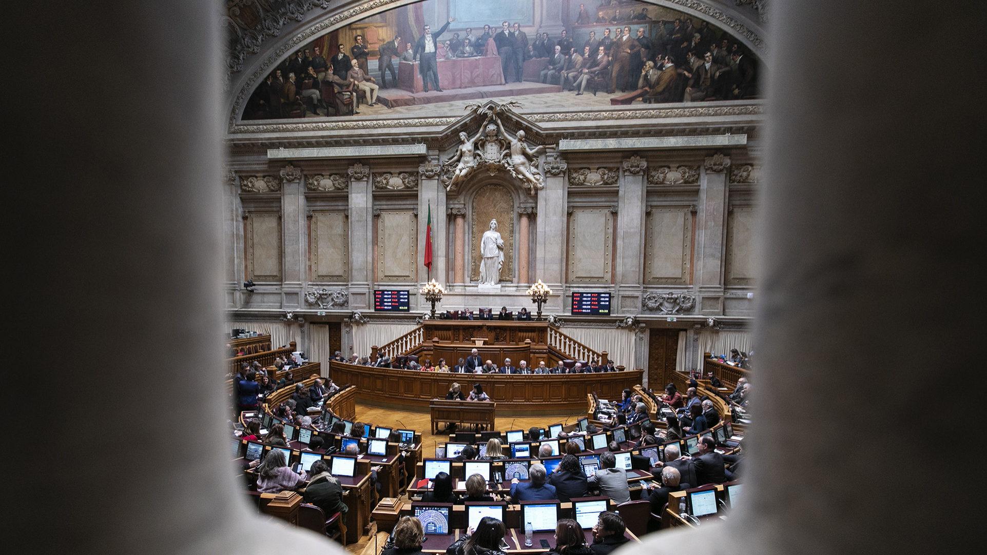 Da esquerda à direita, partidos aplaudem alertas de Marcelo