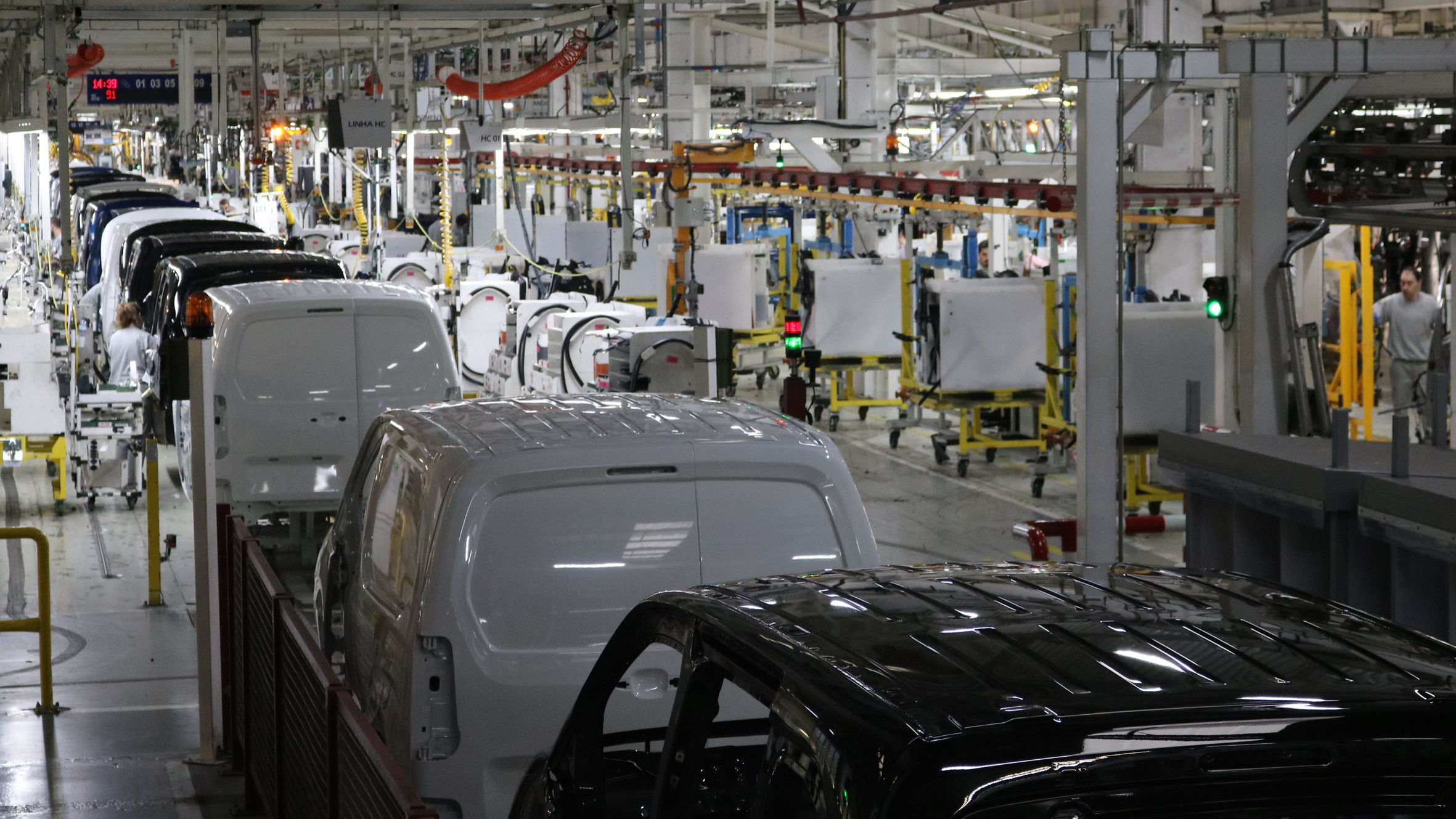 Encerramento de fábricas vai custar 100 mil milhões ao setor automóvel