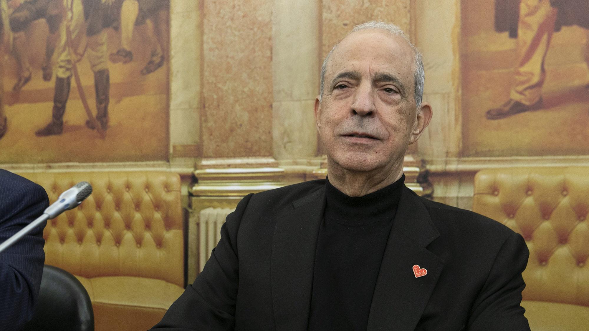 """Cabral dos Santos desmente Berardo. Nega que tenha ido """"bater à porta"""" do comendador para lhe dar crédito para o BCP"""