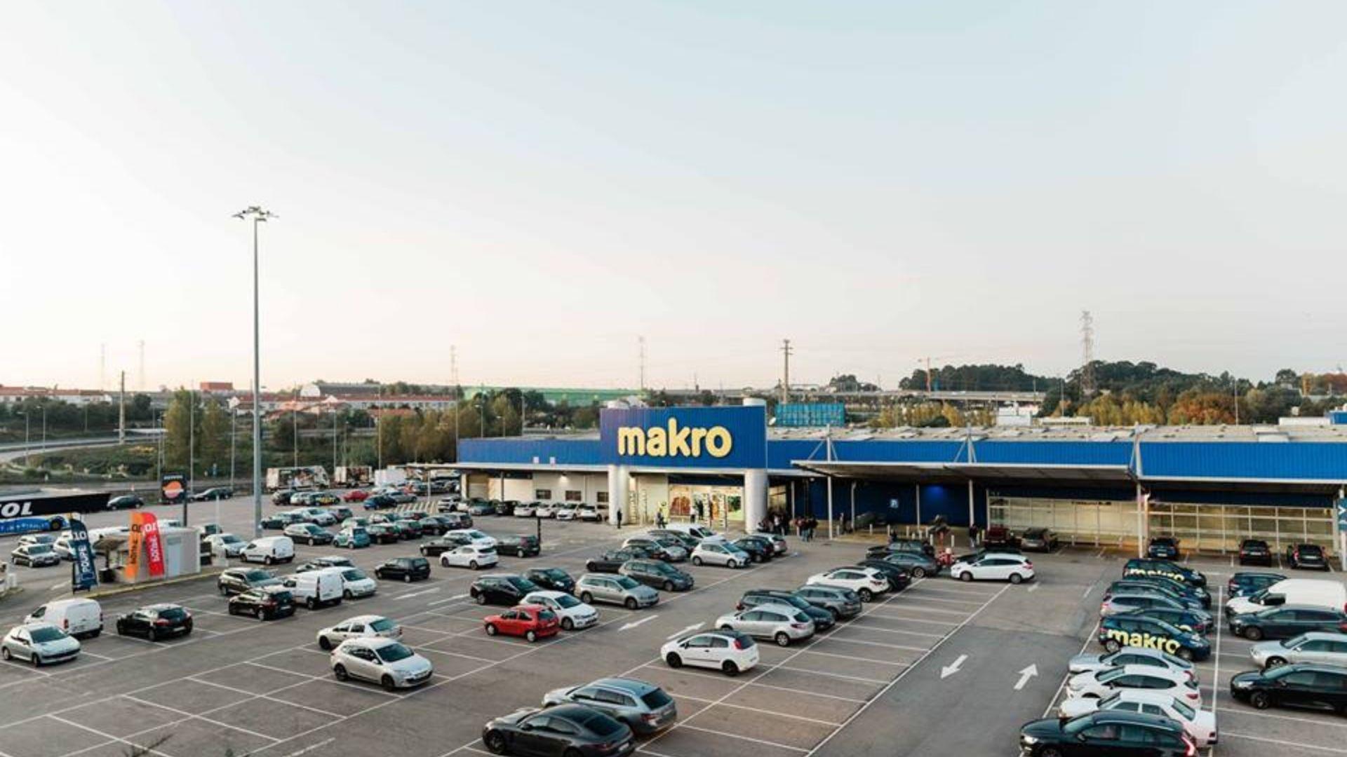 Makro procura reforços de verão