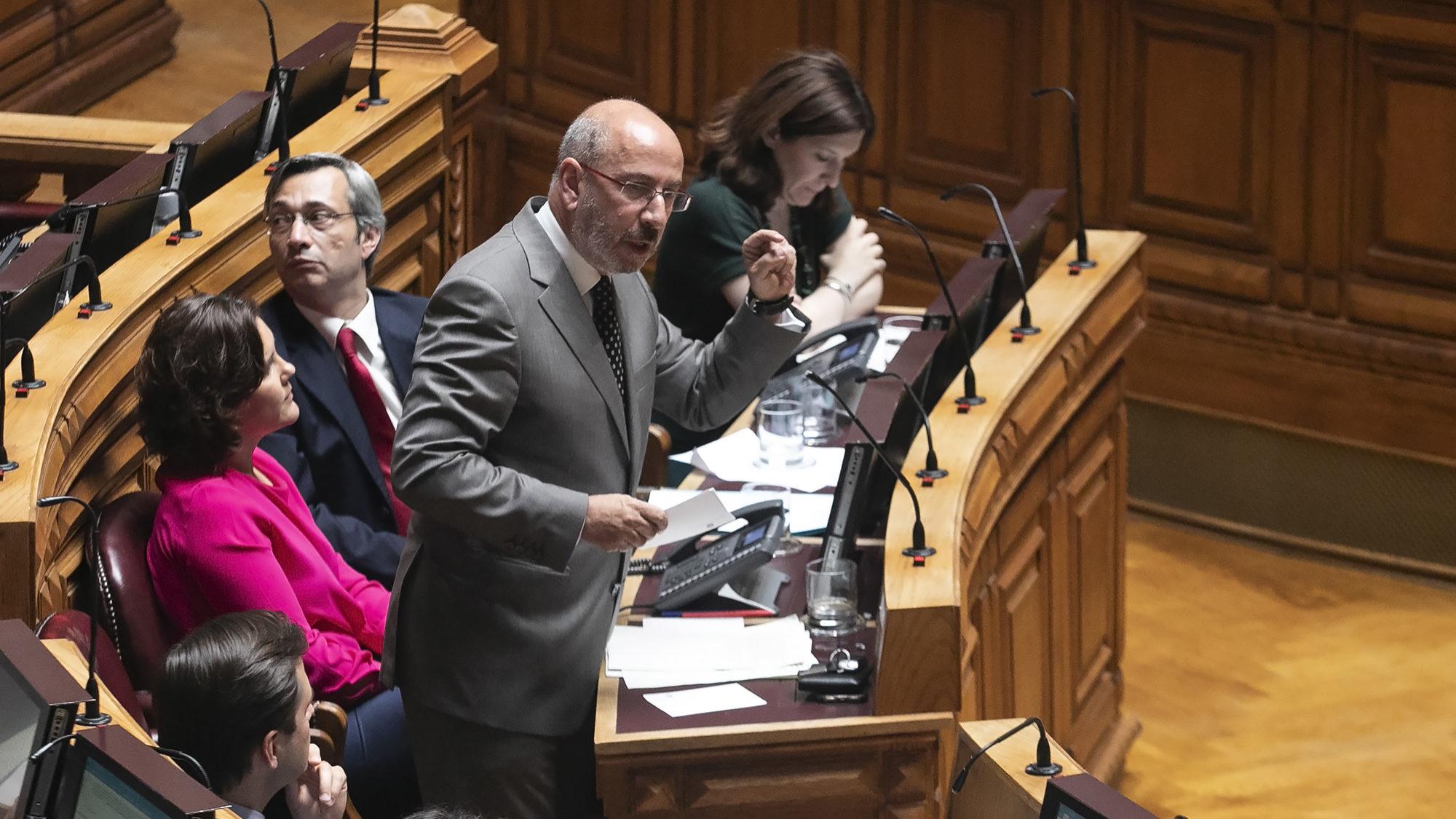 """Telmo Correia fora da corrida à liderança do CDS. Bancada passou a montra """"de esquina"""", diz"""