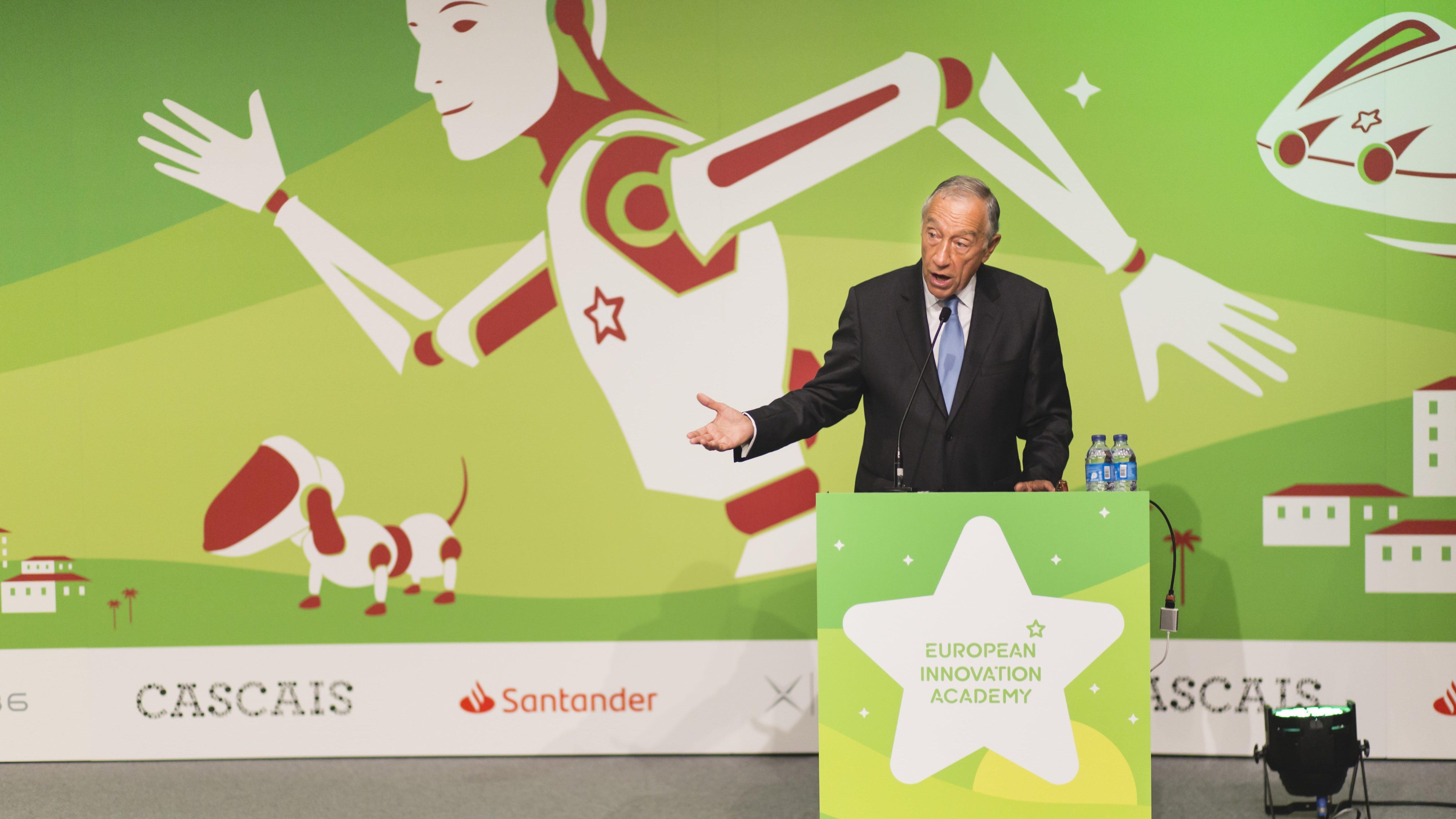 """Presidente da República apela aos jovens """"mudança de atitude"""" para mudar o mundo"""