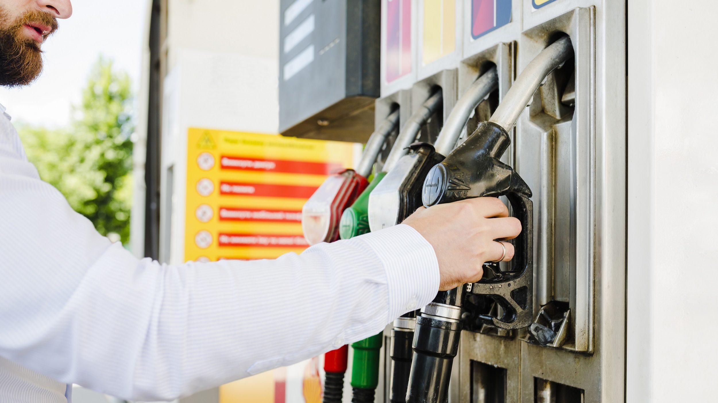 Preço da gasolina estabiliza em outubro e o gasóleo cai para mínimo de 4 meses