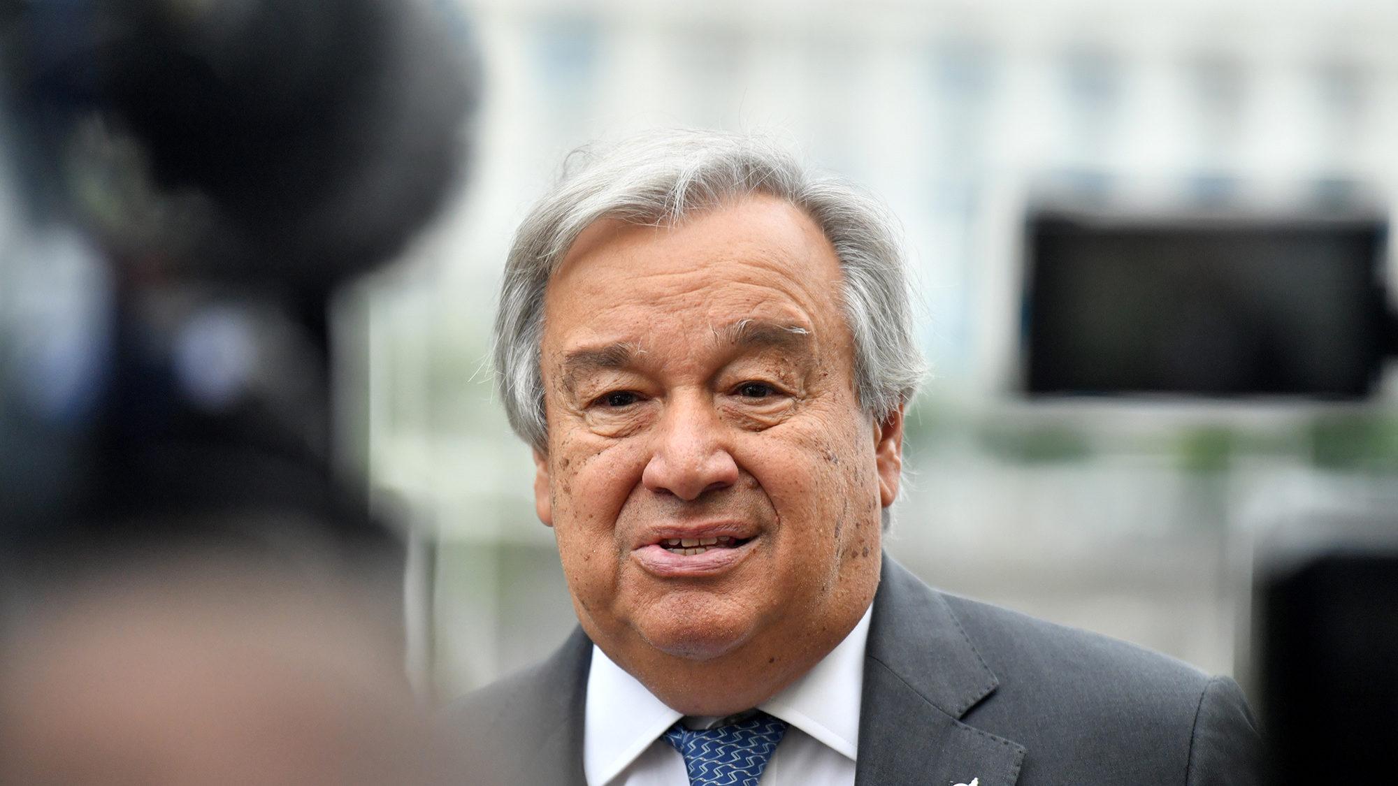 """António Guterres lembra """"grande dedicação a causa pública"""" de Pina Moura"""
