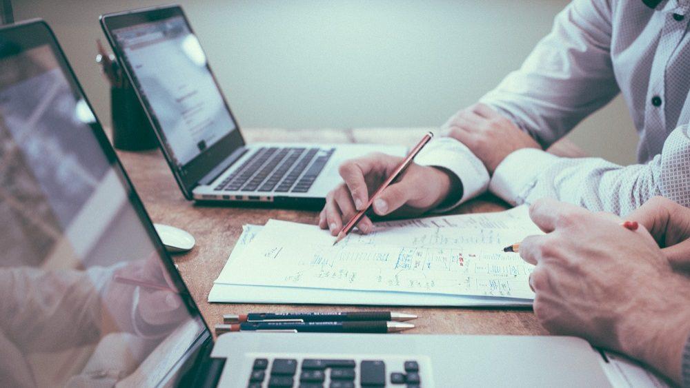 Quais os benefícios que a sua empresa pode conseguir ao implementar semanas de trabalho mais curtas?