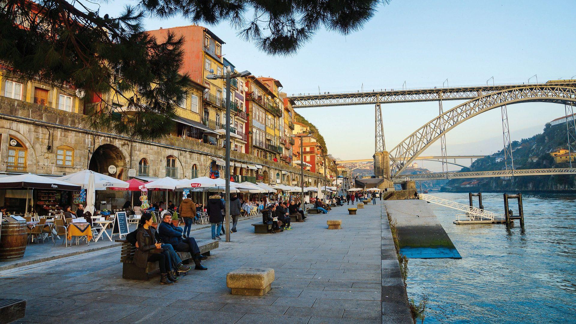 Portugal recebeu 2,5 milhões de turistas em outubro. Hóspedes perderam interesse pelo Algarve