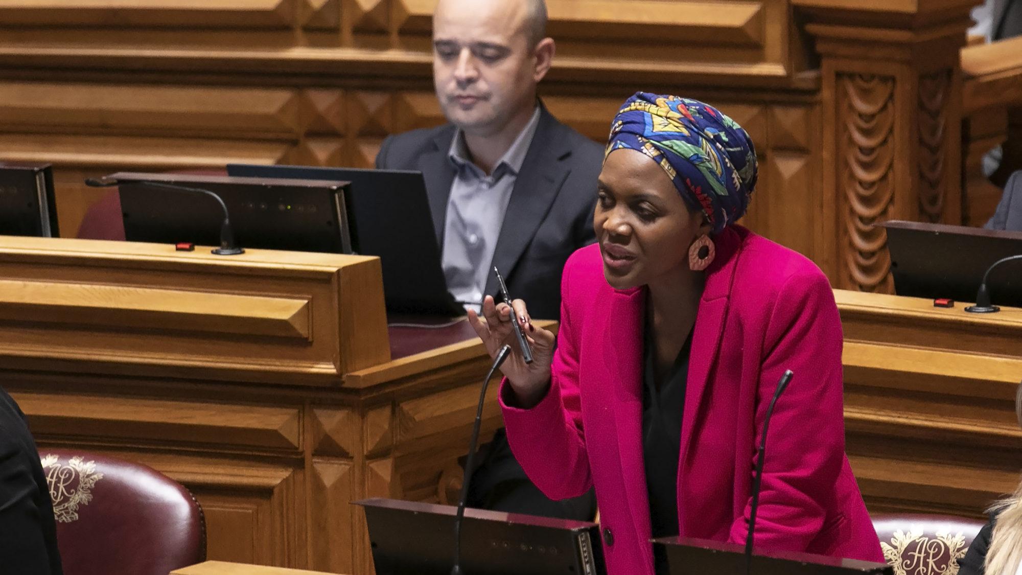 Livre adia decisão sobre retirada de confiança política a Joacine Moreira