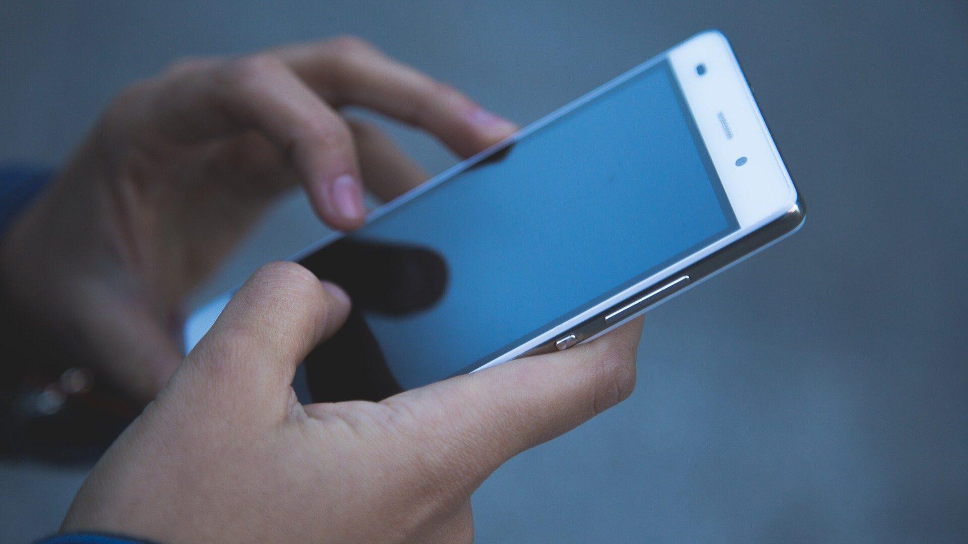 Coimas para uso do telemóvel ao volante vão ser agravadas em 100%
