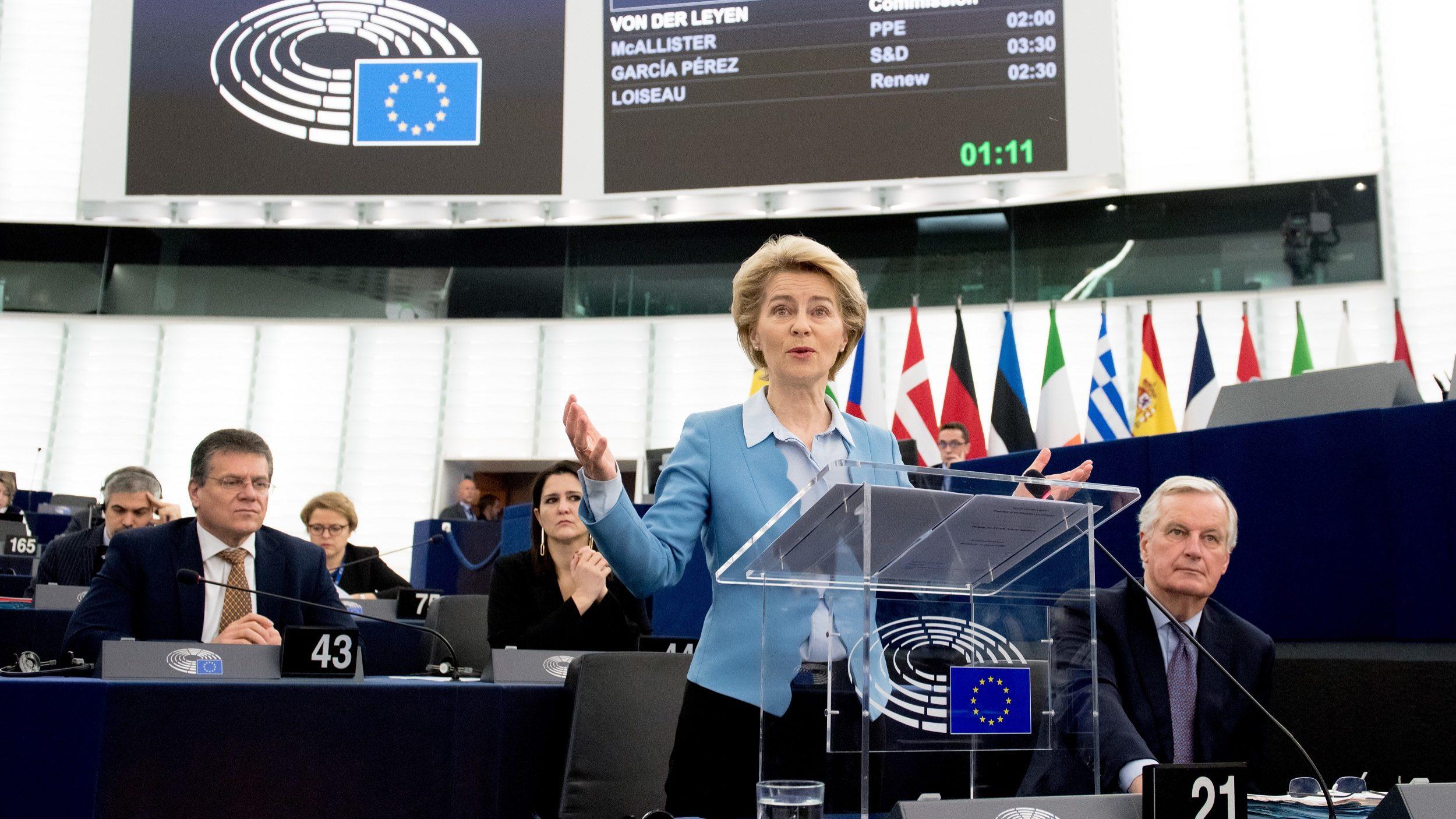 """""""O que aconteceu? Isto é democracia"""", diz Von der Leyen"""