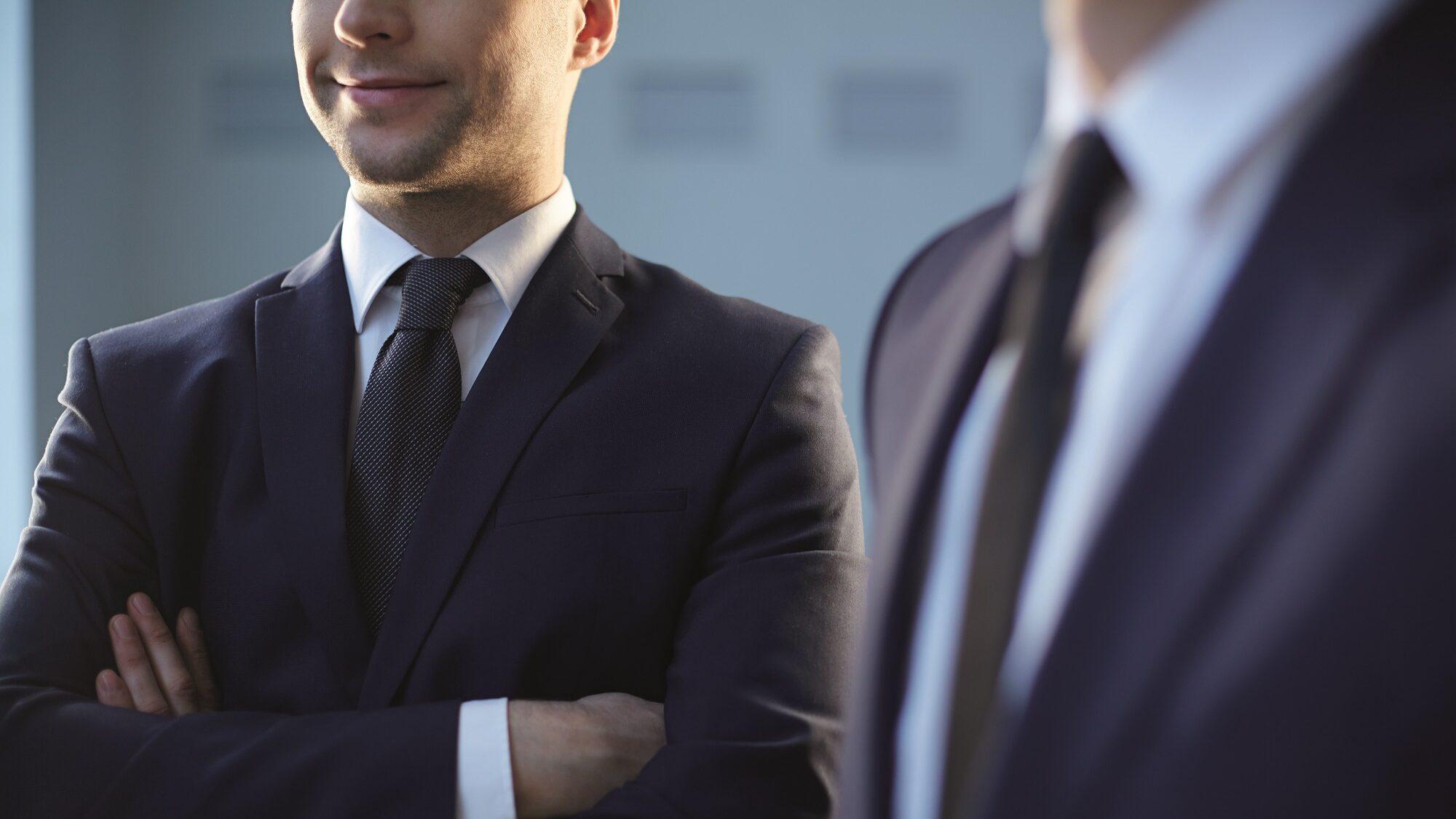 Pós-pandemia e o uniforme profissional: o fim dos fatos e das gravatas?